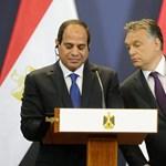 Elnök akar maradni Egyiptomban az Orbánnal is kezet rázó Szíszi