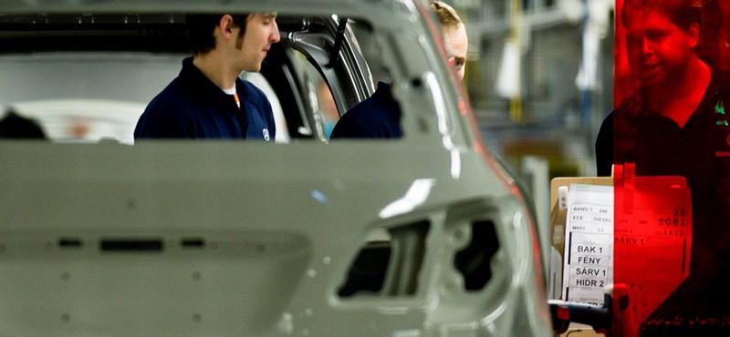 Több dolgozót elküldtek a kecskeméti Mercedes-gyártól