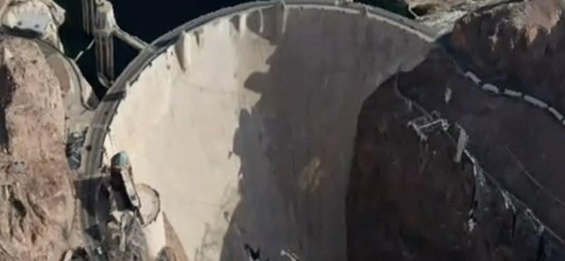 A gát, ahol a víz látszólag megcáfolja a fizikát - videó