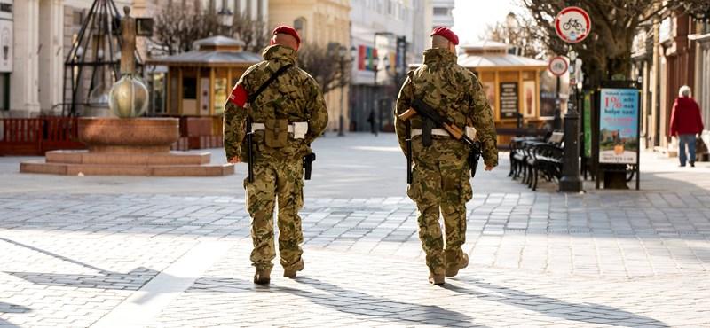 Nyugalom, nem lesznek katonák a Tesco bejáratánál