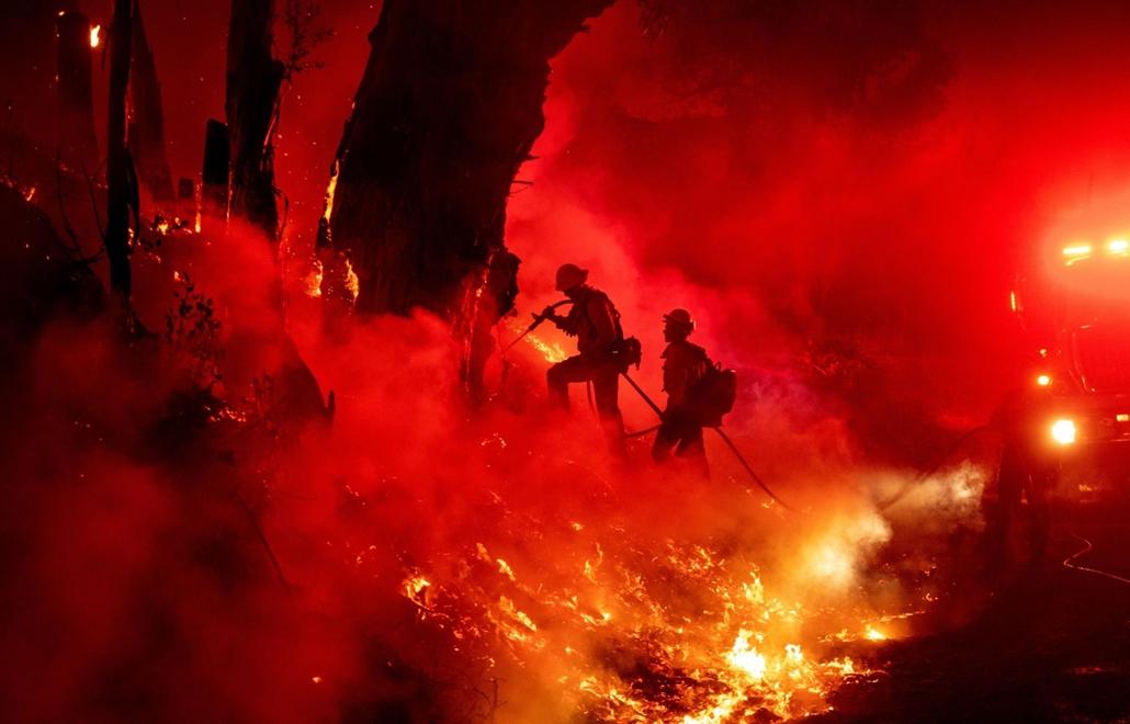 nagyítás afp.19.11.01. tűzoltó, tűz, California