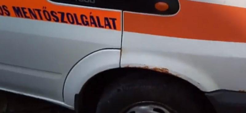 A mentőszolgálat szerint nem veszélyes a rothadó mentőautó, de azért lecserélik