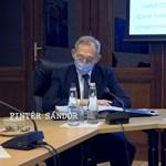 Pintér Sándor 2000-rel több fertőzöttet mondott be Orbán előtt az operatív törzs ülésén