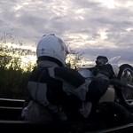 Videó: vasúti hídon szakadt be a talpfa egy motoros alatt