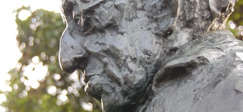 Jobbikos javaslatra lebontják Lukács György szobrát a Szent István parkban