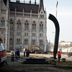 Föld napja a Kossuth-téren: 78 fát sirat az MSZP