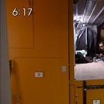 Fotó: dobozokban szoronganak Tokióban a fiatal értelmiségiek