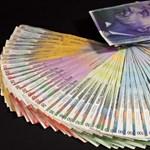 Akár negatív kamatlábbal is gyengítené Svájc a frankot