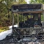Fotók: Szinte semmi nem maradt a tegnap Pomázon kigyulladt buszból