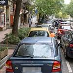 A Magyar Autóklub szerint időarányosan visszajárna az éves parkolódíjak ára