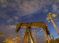 Bajban a nagy olajtársaságok: lépnek a világcégek