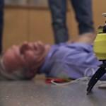 Hamarabb kiér, mint a mentő: így dolgozik a repülő defibrillátor