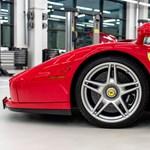 Szuperritka, méregdrága Ferrarit szervizeltek Budapesten