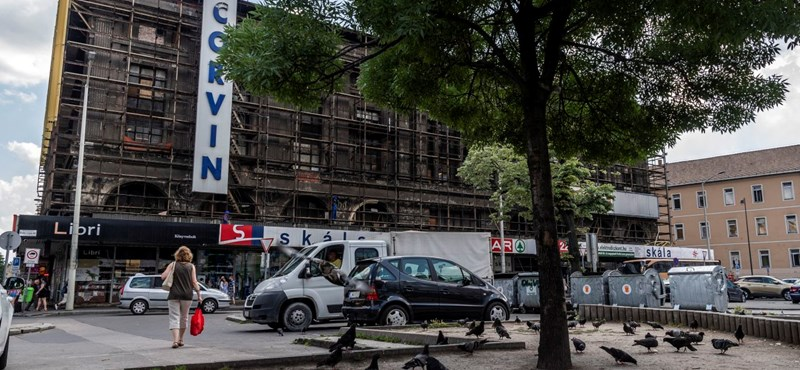 Eltűnt a Corvin Áruház bádogborítása – fotók!