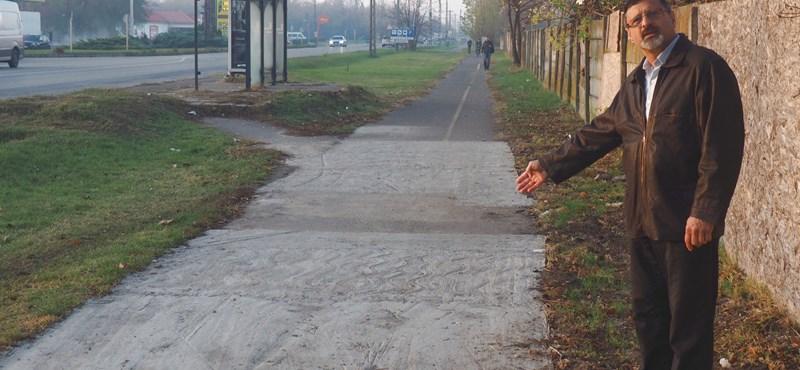 Büszkén adta át a képviselő az ötméteres, göröngyös buhera-kerékpárutat