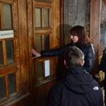 Molinóval várja a Fidesz a székházfoglaló tüntetőket