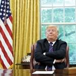 Pence szerint nyomoznának is a névtelen Trump-ellenes cikk ügyében