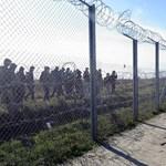Átverik a magyar rendőrök a magyar-szerb határnál próbálkozó menekülteket – videó