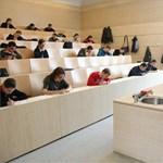 Akár nyilvánosan is lehet értékelni az egyetemi tanárok munkáját
