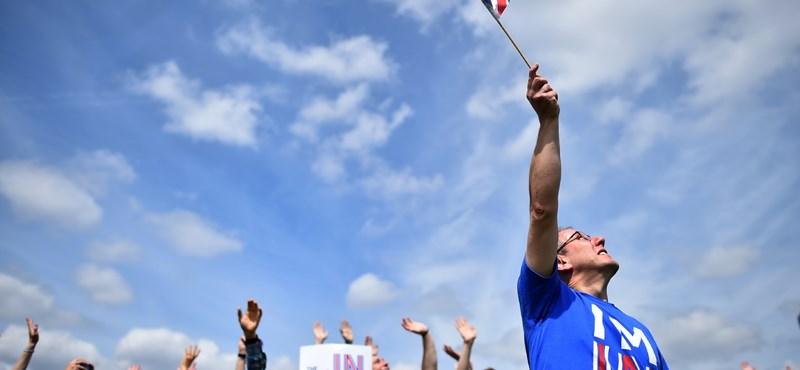 Brexit: a legfrissebb felmérés szerint előnyben a maradáspártiak