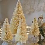 Mini karácsonyfák régi üvegmosókból