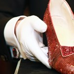 Több százezer dollárból restaurálhatják Hollywood leghíresebb cipőjét