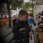 Óriási sorok a Blahán: megint ételosztás volt - fotók