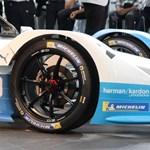Exkluzív: meglestük a BMW benzin és hengerek nélkül támadó új szuperautóját