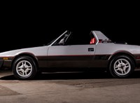 Mint egy mini Ferrari: időutazásra hív ez az eladó apró Fiat sportkocsi