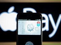 Mostantól a K&H Bank ügyfelei is használhatják az iPhone-jukat fizetésre, megjött az Apple Pay