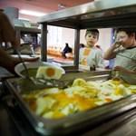 Felháborodtak a szülők: akkor is fizetni kell a menzáért, ha nem kap ebédet a diák