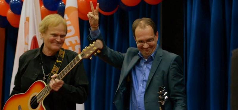 A Mielőtt végleg elmegyekkel kampányolt Hoppál a pótszilveszternek álcázott bulin