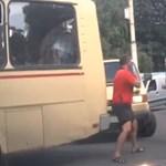 Így bunyóznak az orosz autósok - videó