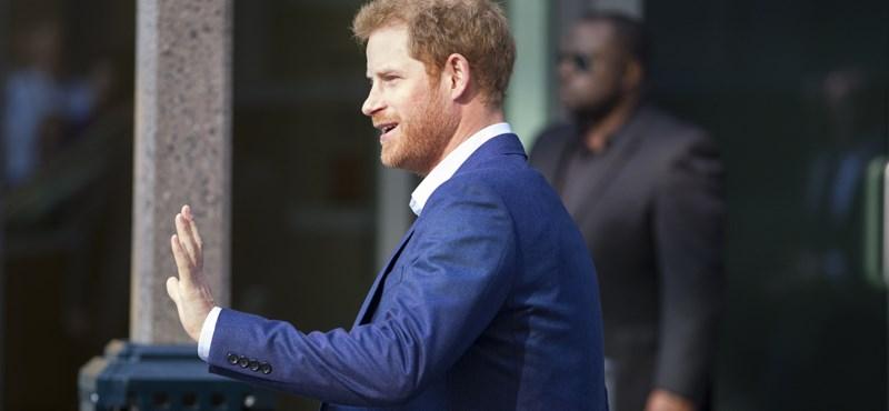 Szokatlan helyen bukkantak fel Harry herceg ujjai