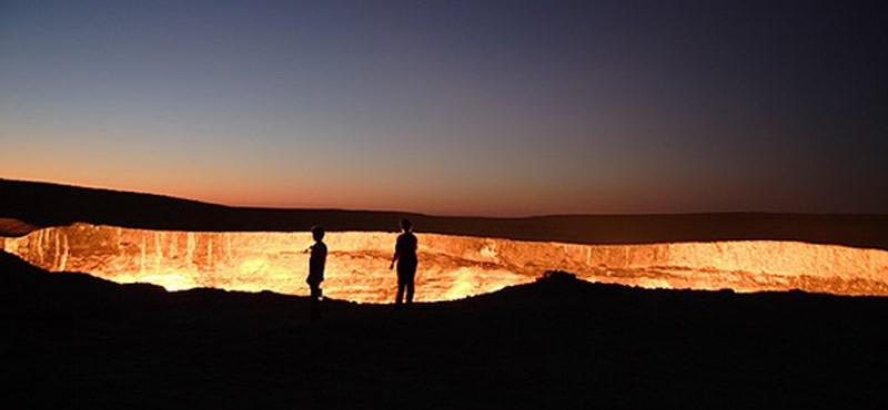 Így lángol negyven éve a pokol kapuja - képek