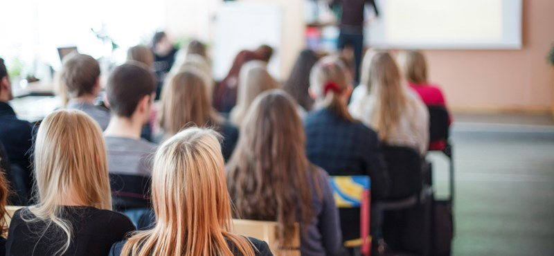 Iskolai méhnyakrákellenes előadáson kampányolt a fideszes képviselő?