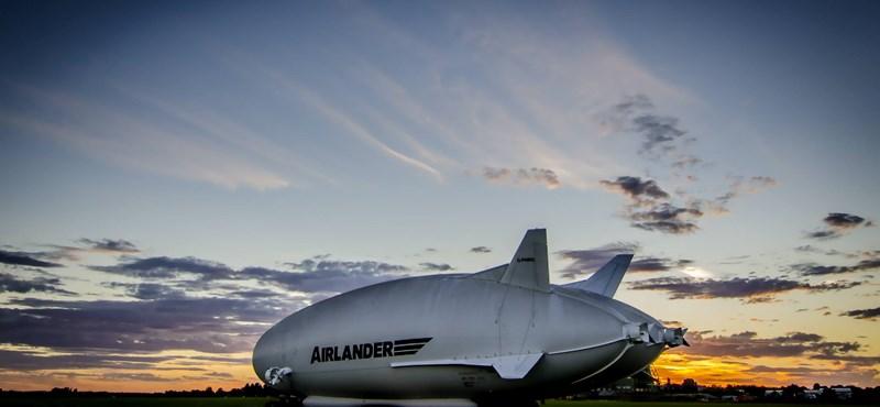 Videó: néhány órája felszállt a világ legnagyobb repülő járműve
