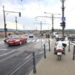 Szűkös hely marad a gyalogosoknak a Margit hídon