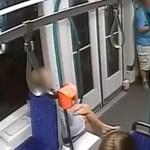 Villamosmegállóban verekedő férfit keres a rendőrség – videó