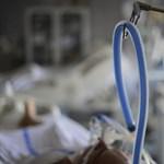 Nem tudja az ÁEEK, hány embert küldtek haza a kórházakból