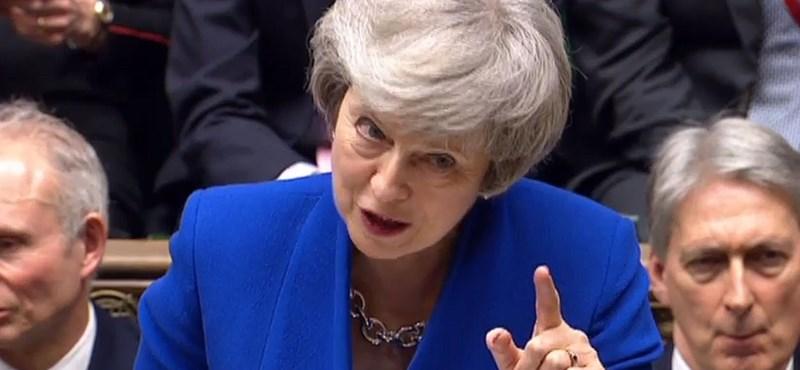 Theresa May megmenekült: elbukott a bizalmatlansági indítvány