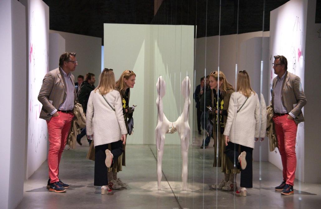 kka. Nagyítás 58. Velencei Biennálé A labirintus kihívása a címe a vendéglátó olasz pavilon egyik tematikus összeállításának
