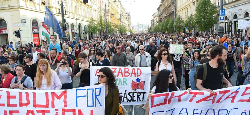 Amerikai szenátorok: veszélyben a magyar felsőoktatás