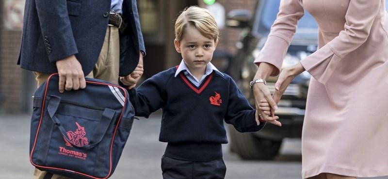 Iskolás lett György herceg, apukája kísérte be