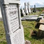 Vandálok pusztítottak a szikszói zsidó temetőben