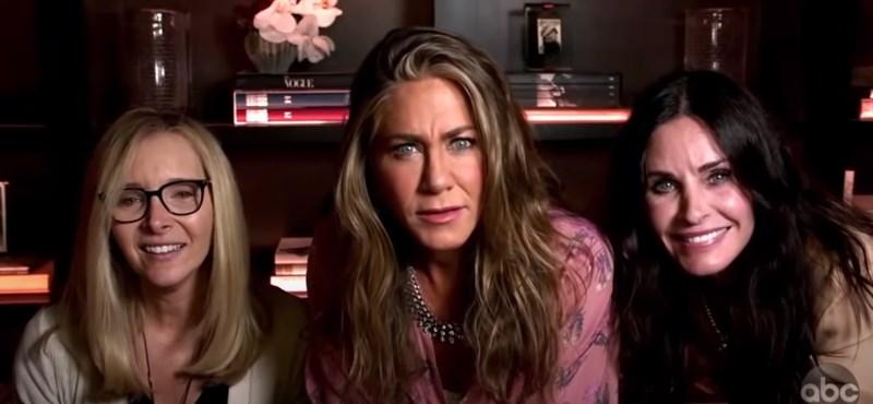 Jennifer Aniston készült némi meglepetéssel az online Emmy-gálára