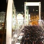 Megbénult Budapest belvárosa a többezres diáktüntetés miatt