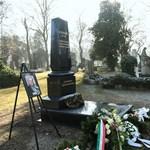 Tőkéczki László síremléket kapott
