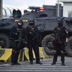 Pintér több rendőrt küld a plázákhoz, vásárokhoz