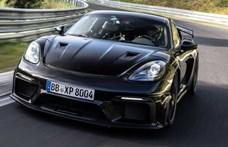 Már bemutatója előtt szédületeset ment a Porsche Cayman GT4 RS a Nürburgringen - videó